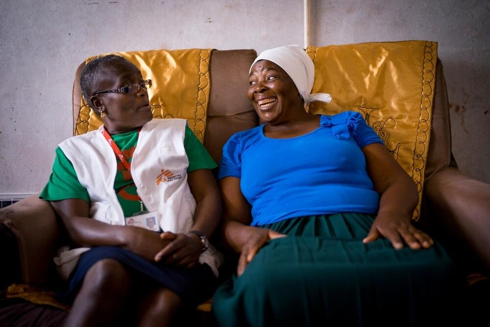 MSF nurse mentor Sister Tendai talks with patient Margaret. Margaret lives in a remote village in Zimbabwe and is being treated for lesions on her cervix. © Melanie Wenger/COSMOS