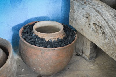 Clay pots with a layer of charcoal can be used to keep insulin at a steady temperature, enabling patients to take a month's supply of insulin home © Musa Mahad/MSF