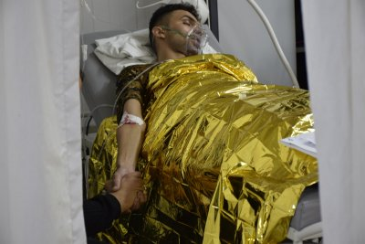 Abdallah arrived at an MSF emergency room in Mosul, Iraq, suffering from a hyperglycaemic crisis - he was stabilised with oxygen and insulin © MSF/Candida Lobes