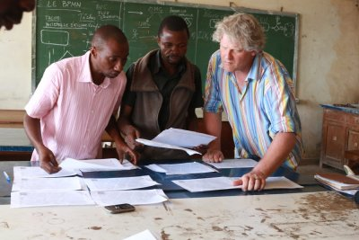 MSF's Ivan Gayton and volunteers use a basemap to trace information, DRC