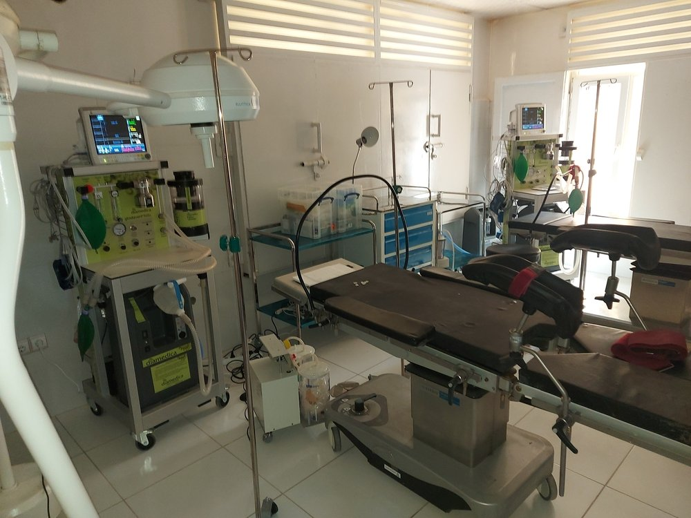 In response to the fighting MSF transformed its office space into a 25-bed trauma unit. The team has been providing care to people injured by explosions, bullets, and shrapnel.