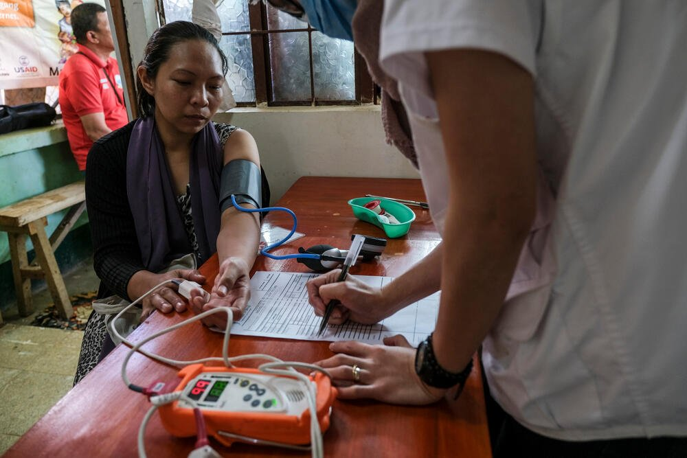 A patient in the Philippines has her blood pressure and heart rate measured © Veejay Villafranca.