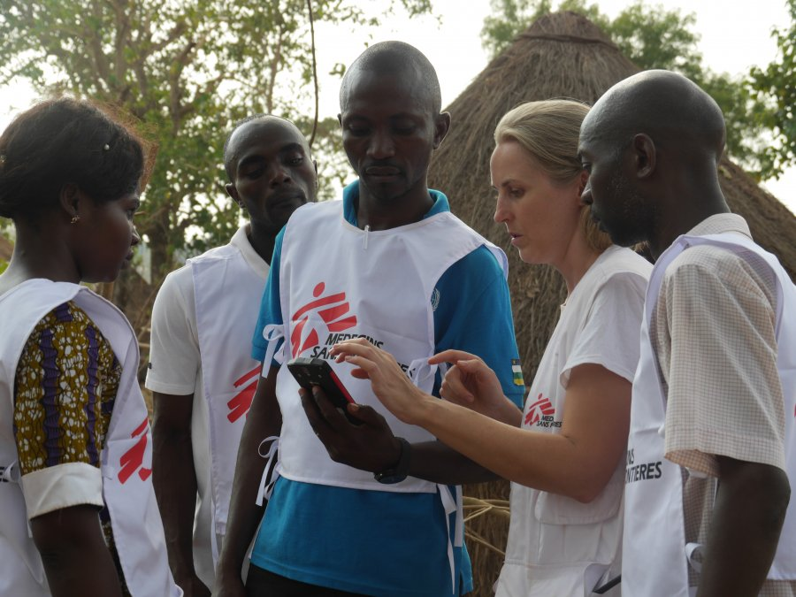 Epidemiologist Eve Robinson consults with MSF colleagues during a survey at a village in rural Ouaka. MSF/Eve Robinson.