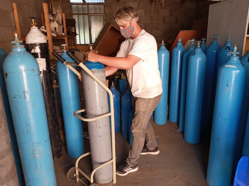An MSF team member adjusts oxygen cylinders in Adigrat, in Tigray, northern Ethiopia.