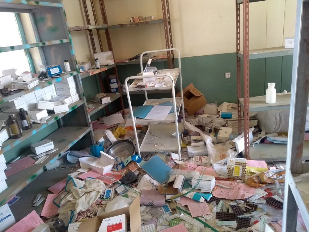 Many health facilities in North-western Tigray haven been looted and vandalized, like this clinic in Debre Abay. MSF is setting up mobile clinics to provide basic health services.