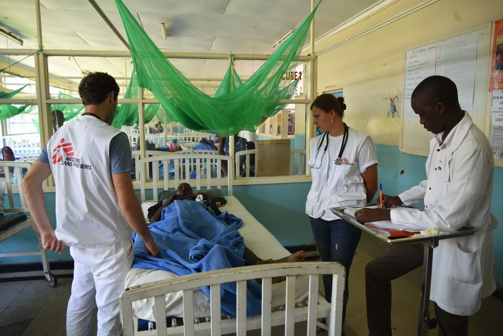 MSF doctors doing ward rounds in the adult wards of the HBCTRH