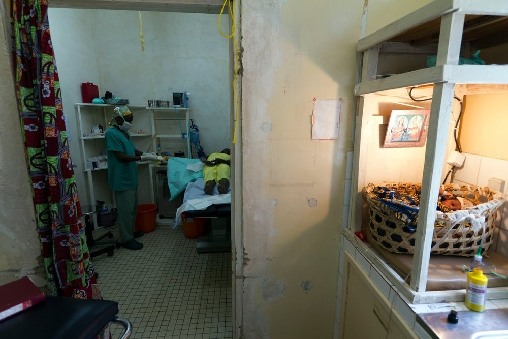 MSF is working in Rutshuru General Hospital of Reference (HGR) since 2005, in the emergency dept, surgery, maternity, paediatrics, burns unit, internal medicines, intensive care, sexual violence, epidemiology, ambulance service.