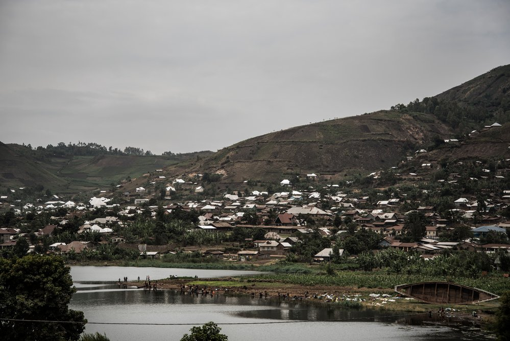 Minova sits next to Lake Kivu, which is likely to be contaminated. But despite knowing that it may harbor contagious microbes, many people have no option but to draw water from it.