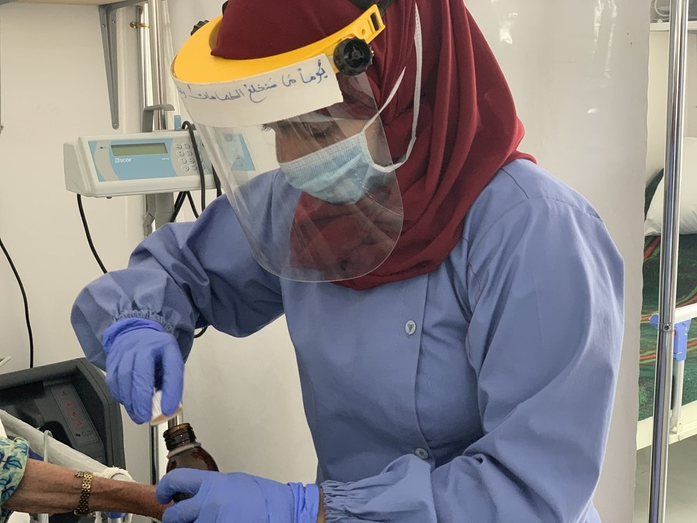 Ansaf, a nurse aid working at the MSF-supported Sheikh Zayed COVID-19 center in Sana'a contracted COVID-19, while protecting people and performing my duties and isolated herself under medical advice