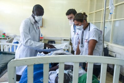MSF Doctors Yulia and George attending to a patient in the TB ward of the HBCTRH.