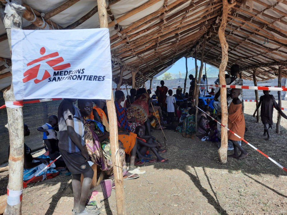 People wait in the triage area in the first day of activities in Maruwa. South Sudan, June 2021.